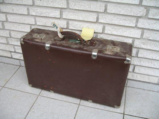 Sælges: gammel kuffert i flot men støvet stand « VWnettet